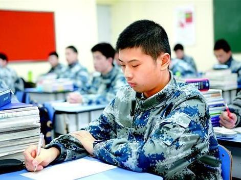 飞时_初中报读航空实验班招飞时高考最高加60分!