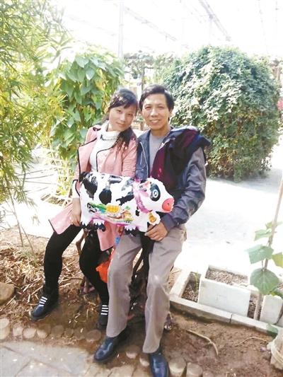 胡文华和大女儿的合影