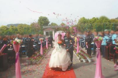 徐锐和张倩倩在巴中牢狱举办婚礼。