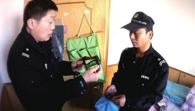 民警在嫌疑人暂住地内起获作案工具
