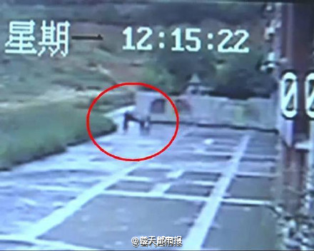 南宁两小学女生放学路上遭男子强暴