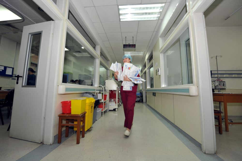 北京协和医院重症监护区。摄影/章轲