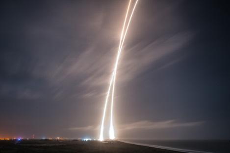 SpaceX成功 人类史上首次火箭回收是怎么做到?