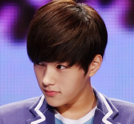 现在学生流行的发型_现在学生中男生很流行那种发型叫什么,就是耳朵旁边剪短的 ...
