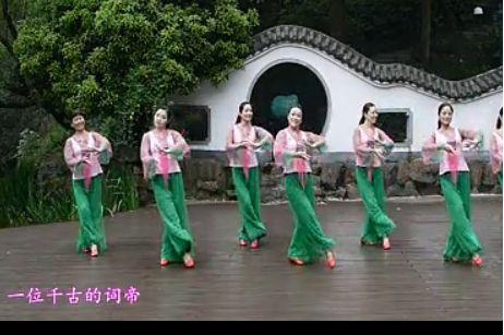 """中国广场舞大妈在李玉刚演唱的""""中华第一神曲""""《李》中翩翩起舞"""