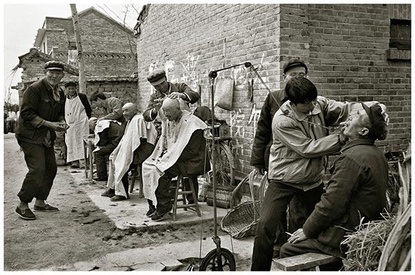 乡村路边的简易理发点、镶牙点(山东)1999