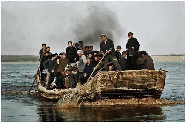 朱宪民-1980年黄河中原摆渡的农民
