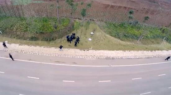 航拍嫌疑人进入警方埋伏圈被抓捕全程(组图)