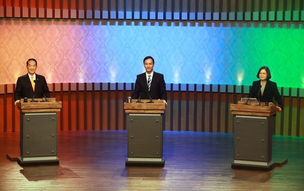 2016年台湾地区领导人选举候选人朱立伦、蔡英文、宋楚瑜27日在台北展开电视辩论