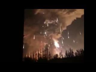 8月12日晚,涛涛一家熟睡之际,海港城500米外的化学品堆发生爆炸