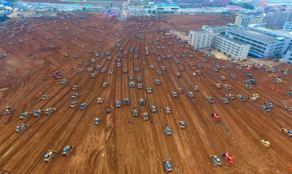 12月28日,事故现场救援工作仍在紧张进行。新华社 图