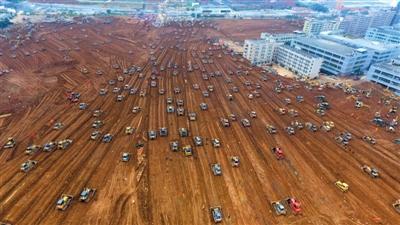 12月28日,深圳滑坡事故现场,救援工作仍在紧张进行。新华社记者 卢汉欣 摄