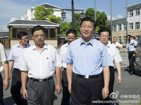 2013年7月22日,習近平來到進行城鄉一體化試點的鄂州市長港鎮峒山村考察。