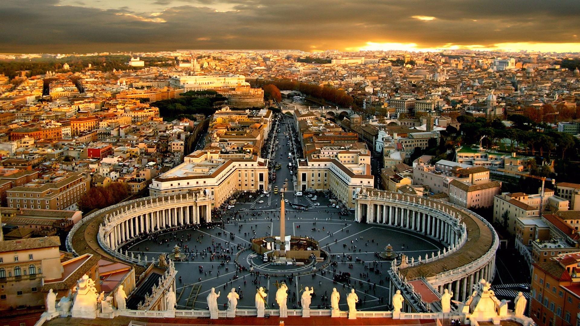 圣彼得广场,这上面的每一个雕像都价值不菲,全部出于名家之手.