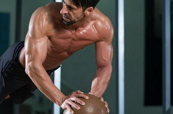 张涵予《老炮儿》造型贴肌肉 张家辉《激战》耗时9个月练肌肉