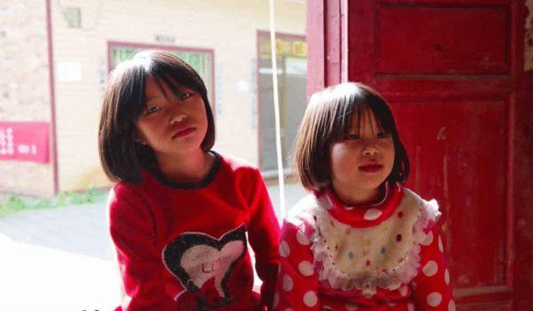 三姐妹以前的小伙伴说,以前她们也会出来玩