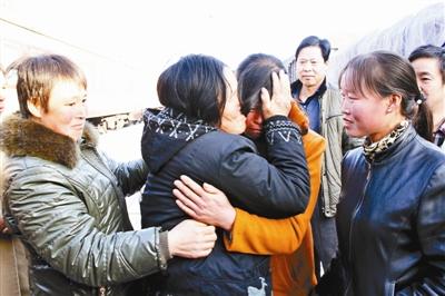 杨转香26年后与女儿相逢,母女捧首痛哭