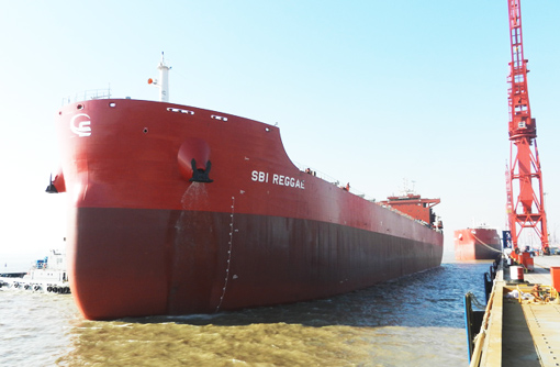 5.3万吨散货船价格_沪东中华建造的8.2万吨散货船5号船试航凯旋(图)-搜狐滚动