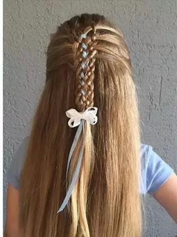 时尚新颖的小女孩编发发型