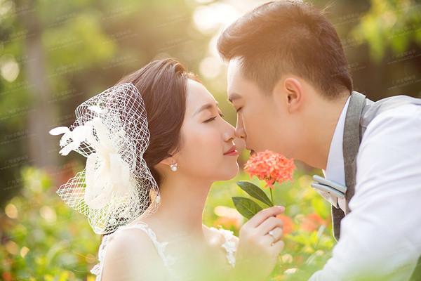 照婚纱照为什么选择和他浪漫拥吻