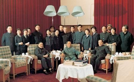 1975年,邓小平在毛泽东的客厅里。