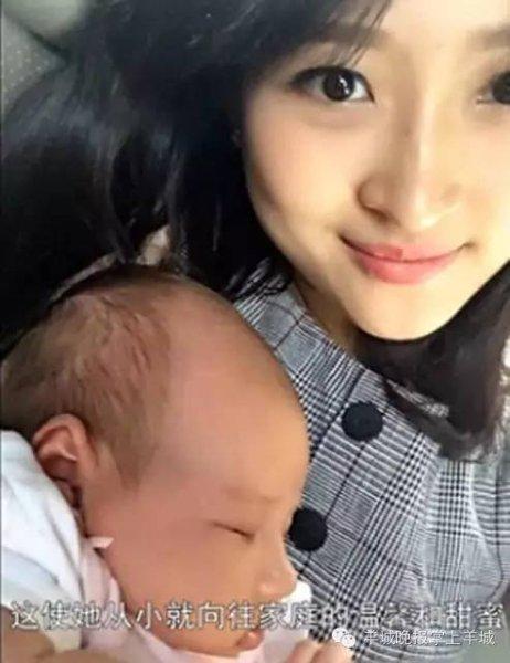 家人听到怀孕的消息很震惊,母亲曾劝过她不要孩子,先把书读完。但她依然坚持把孩子生了下来。
