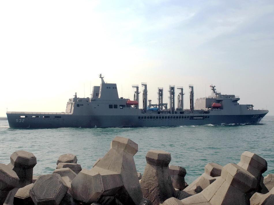 """磐石 台湾/台湾海军2015年3月份服役了一艘自行设计建造的远洋补给舰""""..."""