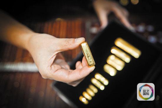去年年末美联储宣布加息,尽管投资者此前已有预期,这一决定公布后国际黄金市场电子盘交易仍作出较为强烈的回应。2015年国际金价连续第三年收跌。展望2016年,国际金价是否会迎来利空出尽的触底反弹行情?对此,业内人士并不乐观。