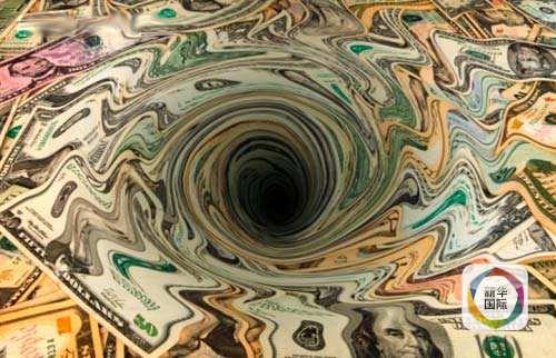 自上个世纪七十年代布雷顿森林体系瓦解,美元与黄金脱钩以来,金价两次最为陡峭的上涨行情一次出现在1979-1980年期间,当时金价在大约一年时间里从200美元涨到了850美元,另一次就是从2004年的400美元涨到2011年1900美元。