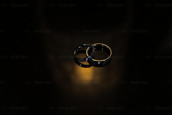 创意婚戒拍摄灵感,海外婚礼的正确打开方式