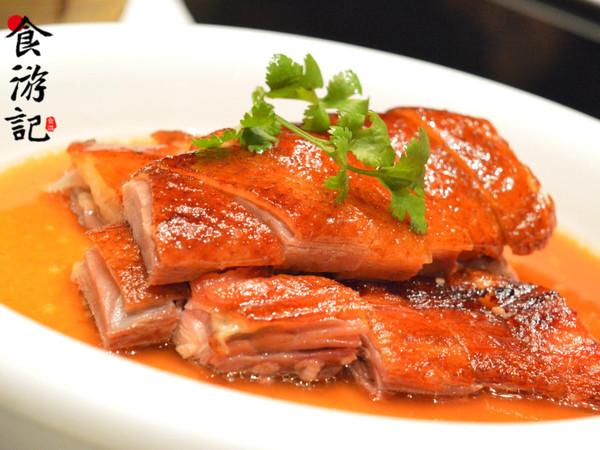 那可是正宗经典鲁菜,融合川、苏、湘、粤等传统菜系,又加上耳目