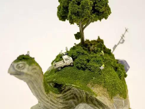 一个小动物驮着一个城市,将一个 一个乌龟驮着一棵树,一不小心联图片