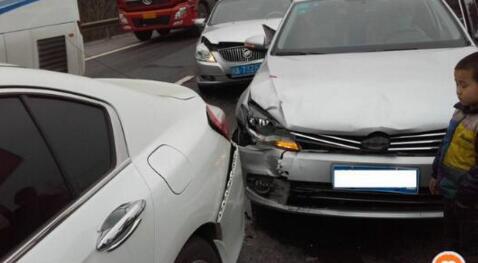 女司机假期返程高速上出事故全责 交警却对她点赞_车猫网