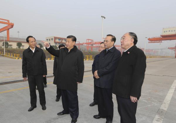 新华网新华视点官微1月5日零时许发布消息,习近平2016年首次国内考察选择了重庆。