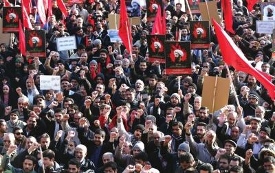 伊朗民众4日走上街头抗议沙特处决什叶派宗教人士。图/东方IC