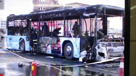 银川一公交车突发火灾 多人被困已致14死32伤