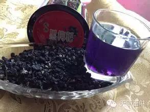 黑枸杞泡水为什么会变色
