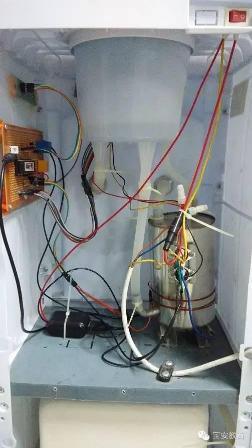 个性:这个饮水机,将水加热到55℃后将断开电源,若水温将到室温,温度