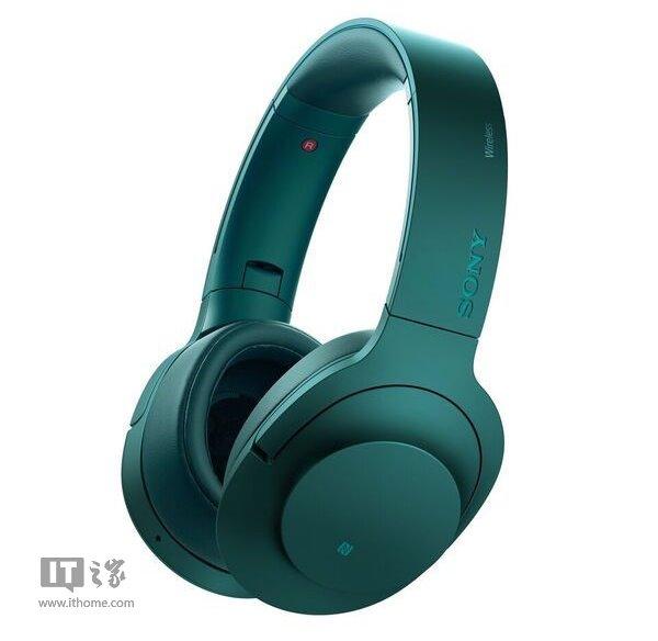 """索尼就在CES2016中发布了所谓的A26搭档,NC无线耳机。这款耳机具有数字降噪技术,索尼称之为""""自动AI"""",可分析环境音,有选择性的进行降噪。另外这款设备还具有DSEE技术,可让MP3文件具有比CD还要优秀的音质。不过这种说法也是见仁见智,况且真正的发烧友一般不听MP3,所以对于广大""""业余选手""""来说,这个技术应该还是挺实用的。"""