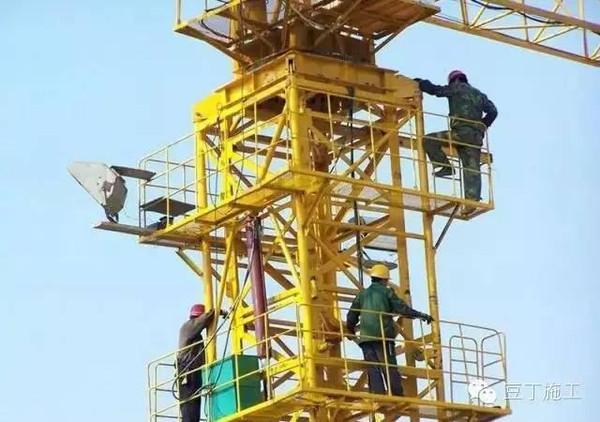 多图演示丨塔吊是怎么升高的图片