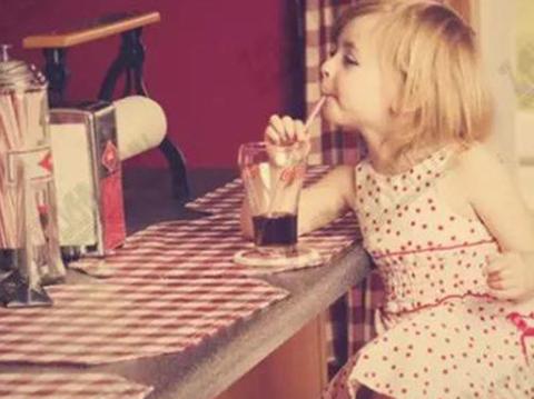 哪怕是桌子下的一角,也要给幼儿一个宁静角落【新妈课】