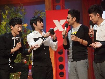 矢野浩二(左一)在《天天向上》