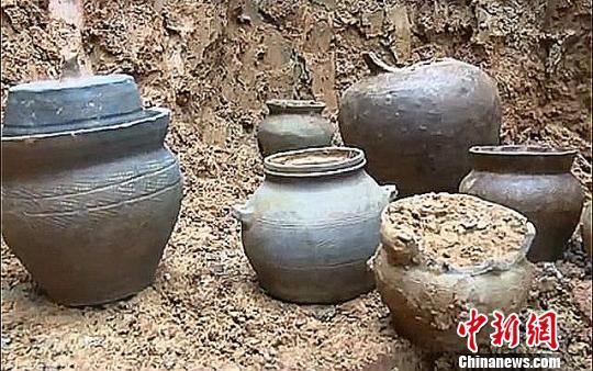 湖南郴州村民建房挖出汉代陶罐 距今1700余年