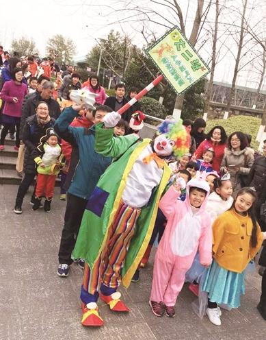 健康新闻网_新闻眼500幼儿园孩子挑战1.5公里健康走