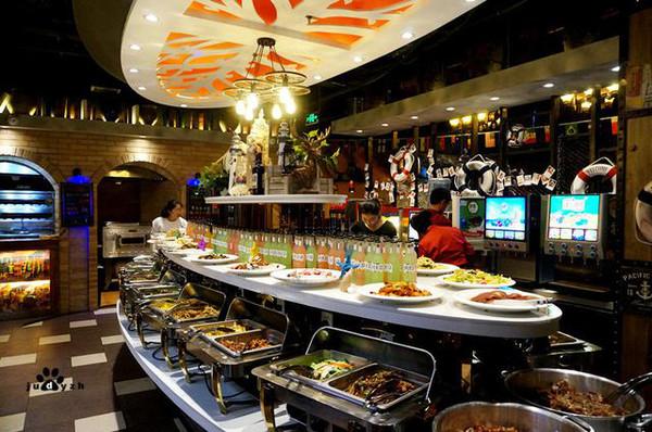 好伦哥酒吧式海洋自助餐厅