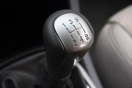 c1手动挡汽车如何换挡 加档和减挡的具体操作步骤123