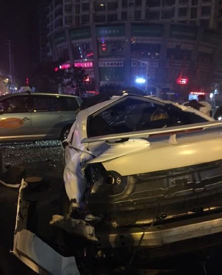 2015年12月31日清晨2时26分,上海市普陀区中山北路镇坪路路口发作一同两车相撞交通事变。