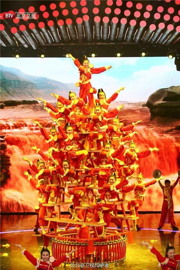 稷山高台花鼓是一种陈腐的汉族官方跳舞,相传是为祭奠农耕文化始祖后稷,由农夫发明的一种官方艺术模式。2008年,稷山高台花鼓作为奥运会揭幕式前文艺节目表态鸟巢。