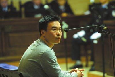 快播CEO王欣在法庭上为自己辩护。京华时报记者 周民 摄