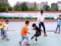 《闪亮的爸爸第一季片花》第六期 黄子韬带女儿蒙眼踢球 遭视力障碍儿童完爆